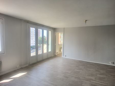 Appartement à louer - 3 pièces - 54 m2 - TROYES - 10 - CHAMPAGNE-ARDENNE