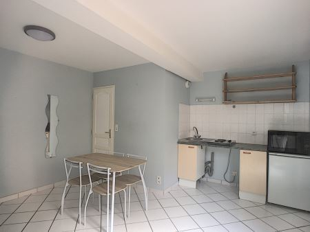 Appartement à louer - 2 pièces - 27 m2 - TROYES - 10 - CHAMPAGNE-ARDENNE