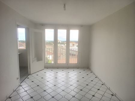 Appartement à louer - 1 pièce - 28 m2 - TROYES - 10 - CHAMPAGNE-ARDENNE